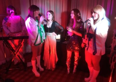 ABBA Rebjorn singing to two lucky guests on stage